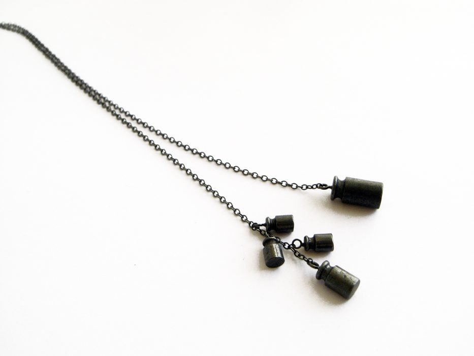 < balance >, neckpiece, material: silver925. The right and left sides are evenly balanced: 5g = 2g + 1g + 1g+1g.